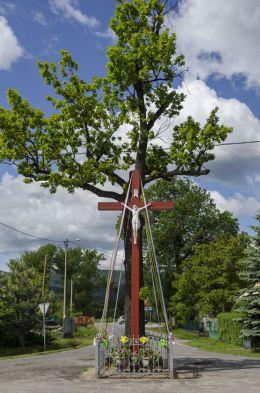 Krzyż na rozstaju dróg. Jaźwina, gmina Łagiewniki, powiat dzierżoniowski.