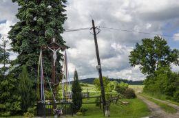 Krzyż przydrożny. Jaźwina, gmina Łagiewniki, powiat dzierżoniowski.