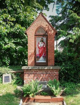 Kapliczka Chrystusa przy kościele św. Michała Archanioła. Chróścina, gmina Góra.