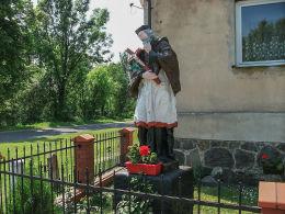 Przydrożna figura św. Jana Nepomucena. Chróścina, gmina Góra.