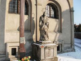Figura św. Jana Nepomucena przy kościele św. Katarzyny Aleksandryjskiej. Góra, powiat górowski.