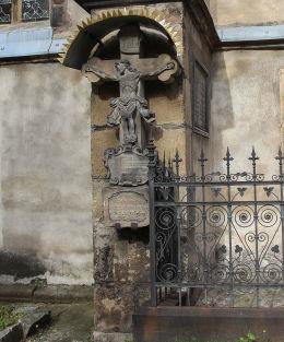 Krzyż z Jezusem z 1747 roku przy kościele pw.św.Marcina. Jawor.