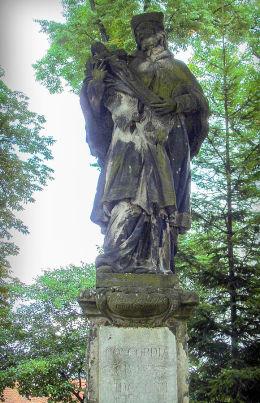 Figura św. Jana Nepomucena przy kościele św. Erazma i Pankracego. Jelenia Góra.
