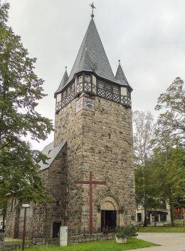 Krzyż przy dawnym kościele ewangelickim, obecnie katolickim pw. Najświętszego Serca Pana Jezusa. Karpacz.