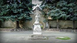 Barokowa figura św. Jana Nepomucena. Łomnica, gmina Mysłakowice.