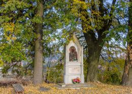 Przydrożna kapliczka murowana. Chełmsko Śląskie, gmina Lubawka, powiat kamiennogorski.
