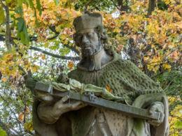 Przydrożna kapliczka z figurą św. Jana Nepomucena. Czadrów, gmina Kamienna Góra, powiat kamiennogorski.