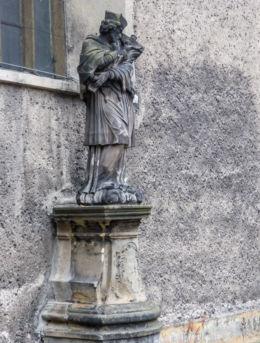 Kapliczka z barokową figurą św. Jana Nepomucena. Kamienna Góra, powiat kamiennogorski.