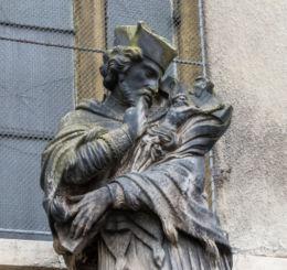 Barokowa figura św. Jana Nepomucena. Kamienna Góra, powiat kamiennogorski.