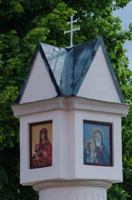 Przydrożna kapliczka kolumnowa. Krzeszów, gmina Kamienna Góra, powiat kamiennogorski.