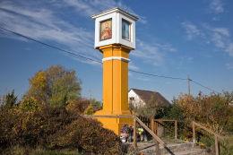 Przydrożna kapliczka kolumnowa. Lipienica, gmina Kamienna Góra, powiat kamiennogorski.