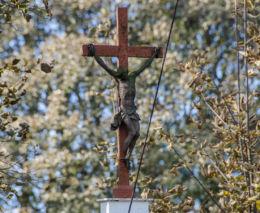 Przydrożny krzyż. Okrzeszyn, gmina Lubawka, powiat kamiennogorski.