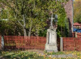 Kamienny krzyż przydrożny. Uniemyśl, gmina Lubawka, powiat kamiennogorski.