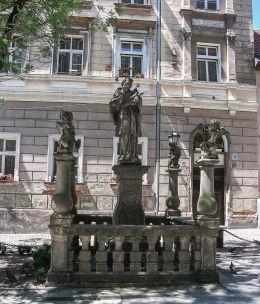 Barokowa figura św. Jana Nepomucena na Placu Kościelnym. Kłodzko, powiat kłodzki.