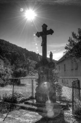 Przydrożny krzyż kamienny. Wójtowice, gmina Kłodzko, powiat kłodzki.