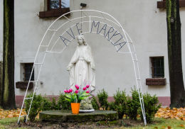 Kapliczka Ave Maryja obok kościoła św. Anny. Grodziszcze, gmina Świdnica, powiat świdnicki.