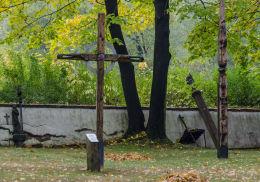 Przydrożny krzyż drewniany. Krzyżowa, gmina Świdnica, powiat świdnicki.