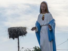 Kapliczka przydrożna z 1948 r., figura św. Maryi. Milikowice, gmina Jaworzyna Śląska, powiat świdnicki.