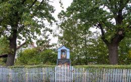 Przydrożna kapliczka z 1946 r. Modlęcin, gmina Strzegom, powiat świdnicki.