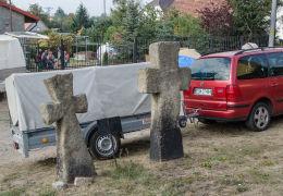 Krzyże pokutne obok kościóła Niepokalanego Poczęcia NMP. Stary Jaworów, gmina Jaworzyna Śląska, powiat świdnicki.