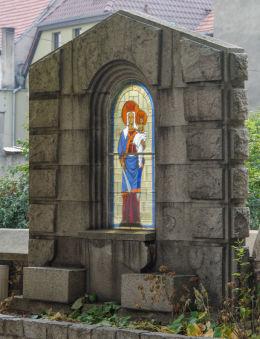 Kapliczka obok  Bazyliki Mniejszej. Strzegom, powiat świdnicki.