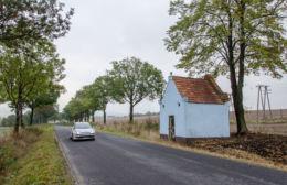 Przydrożna kapliczka domkowa murowana. Wiry, gmina Marcinowice, powiat świdnicki.