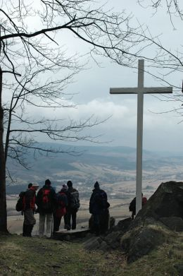 Przydrożny krzyż drewniany. Grzmiąca, gmina Głuszyca, powiat wałbrzyski.