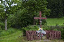 Krzyż przydrożny. Łączna, gmina Mieroszów, powiat wałbrzyski.