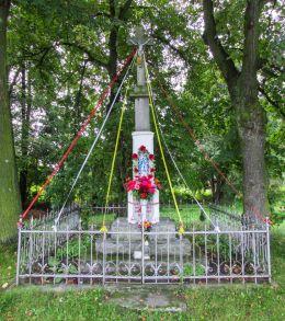 Przydrożny krzyż kamienny. Chrząstawa Mała, gmina Czernica, powiat wrocławski.