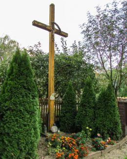 Krzyż przydrożny drewniany. Krzyków, gmina Czernic, powiat wrocławski.