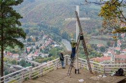 Bardzki obryw skalny z krzyżem. Bardo, powiat ząbkowicki.