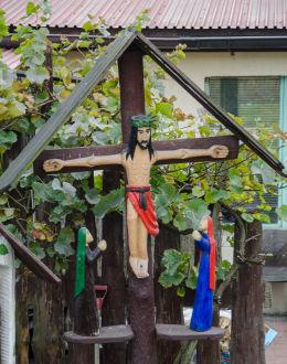 Drewniany krzyż przydrożny. Bardo, powiat ząbkowicki.