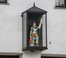 Kapliczka z figurą św. Floriana na budynku Ochotniczej Straży   Pożarnej. Bardo, powiat ząbkowicki.