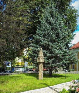 Wykonana z piaskowca kapliczka słupowa z końca XV wieku. Złotoryja, powiat złotoryjski.