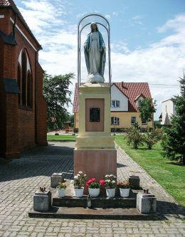 Kapliczka Matki Boskiej na Rynku. Rynarzewo, gmina Szubin, powiat nakielski.