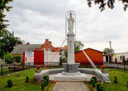 Figura Chrystusa Króla u zbiegu ulic Bydgoskiej i Strażackiej. Rynarzewo, gmina Szubin, powiat nakielski.