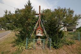 Krzyż przydrożny z kapliczką. Czumów, gmina Hrubieszów, powiat hrubieszowski.