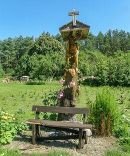 Przydrożna kapliczkana z figurą Chrystusa Frasobliwego. Stary Dworek, gmina Bledzew, powiat międzyrzecki.