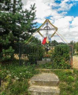 Przydrożny krzyż w pobliżu posesji nr 57. Żerkowice, gmina Iwanowice, powiat krakowski.
