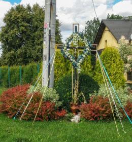Przydrożny krzyż przy posesji nr 11. Żerkowice, gmina Iwanowice, powiat krakowski.
