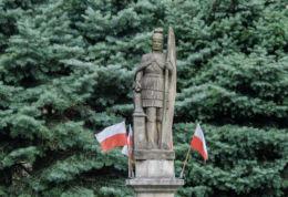 Przydrożna kapliczka z figurą św. Floriana. Limanowa, powiat limanowski.