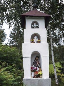 Kapliczka przydrożna. Raba Niżna , gmina Mszana Dolna, powiat limanowski.