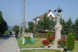 Kapliczka przydrożna. Żbikowice, gmina Łososina, powiat nowosądecki.