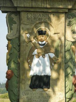 Przydrożna kapliczka z figurą Matki Bożej Niepokalanie Poczętej z 1760 r. Ufundowana przez Jana Baraniaka. Chyżne, gmina Jabłonka, powiat nowotarski.