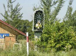 Przydrożna kapliczka z figurą św. Jana Nepomucena z 1809 r. Ufundowana przez Dobka Jabłońskiego. Jabłonka, powiat nowotarski.