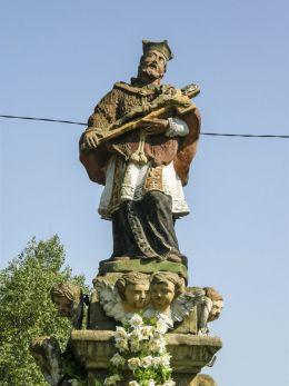 Przydrożna kapliczka z barokową figurą św. Jana Nepomucena. Jabłonka, powiat nowotarski.