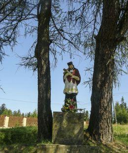 Przydrożna kapliczka z figurą św. Jana Nepomucena. Podszkle, gmina Czarny Dunajec, powiat nowotarski.