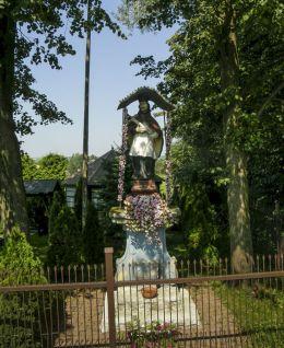 Przydrożna kapliczka z figurą św. Jana Nepomucena. Spytkowice, powiat nowotarski.
