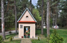Kapliczka z roku 1864 wystawiona ku czci Powstańców Styczniowych. Kwaśniów Górny, gmina Klucze, powiat olkuski.