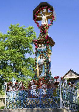 Przydrożna kapliczka z figurą Chrystusa Ukrzyżowanego z 1884 r. Sidzina, gmina Bystra-Sidzina, powiat suski.